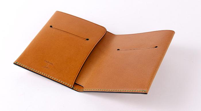 フラソリティの二つ折り財布